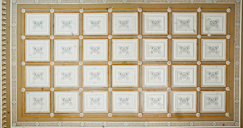 Decke im Marmorsaal Gesamtansicht (Montage) im Vorzustand in unsachgemäßer Ausführung
